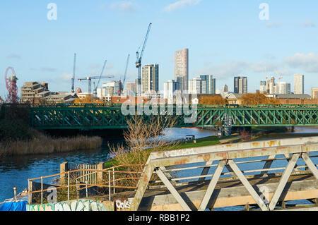 Stratford und dem Olympischen Park von den Fluss Lea an Bromley-By-Bogen, im Osten von London, Großbritannien - Stockfoto