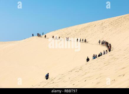 Düne von Pilat, Frankreich - September 10,2018: Menschen zu Fuß auf der Spitze der Düne von Pilat, die größte Düne Europas. La Teste-de-Buch, Arcachon - Stockfoto