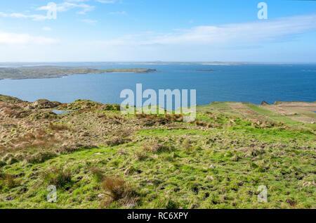 Idyllische Küstenlandschaft rund um Sky Road in Connemara, einer Region im Westen von Irland - Stockfoto