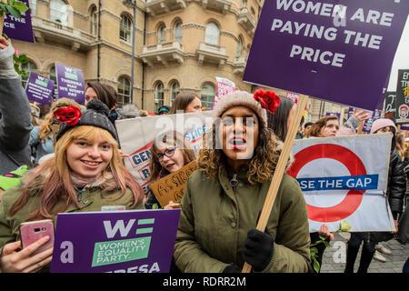"""London, Großbritannien. 19. Januar 2019. Beginnen Sie außerhalb der BBC in Portland Place - März der Londoner Kapitel der Frauenbewegung organisiert eine """"Brot und Rosen"""" März in Memory Der 1912 Proteste, revoutionized Arbeitnehmer Rechte für Frauen und gegen die Sparpolitik. Credit: Guy Bell/Alamy leben Nachrichten - Stockfoto"""