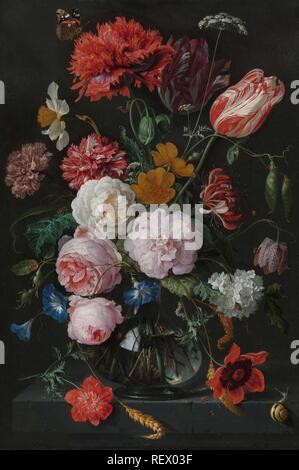 Stillleben mit Blumen in einer Glasvase. Datierung: 1650 - 1683. Maße: H 54,5 cm x W 36,5 cm, d 7,8 cm. Museum: Rijksmuseum, Amsterdam. Autor: Jan Davidsz. de Heem. Rachel Ruysch (Namensnennung zurückgewiesen). - Stockfoto