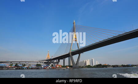 Mega Brücke über De: Chao Phraya in de: Phra Pradaeng, de: Thailand - Stockfoto