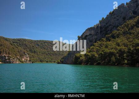 Der Fluss Krka über Skradin, auf dem Weg bis zu dem Skradinski buk Wasserfälle, Šibenik-Knin, Kroatien - Stockfoto