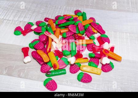 Süßigkeiten isoliert auf einem hellen Hintergrund. - Stockfoto