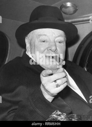 Churchill, Winston, 30.11.1874 - 24.1.1965, britischer Politiker (Kons.), Porträt, im Auto, Ende der 50er Jahre, Additional-Rights - Clearance-Info - Not-Available - Stockfoto