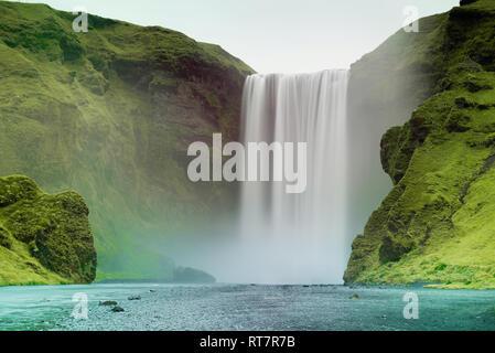 Skogafoss Wasserfall in Island - Stockfoto