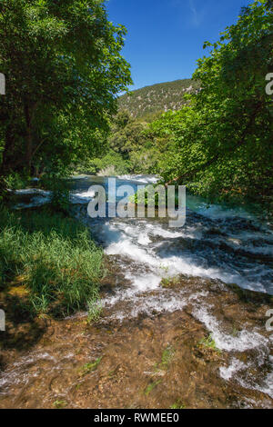 Eine der Kaskaden am Oberlauf des Skradinski buk, ein Wasserfall auf dem Fluss Krka in den Nationalpark Krka Šibenik-Knin, Kroatien - Stockfoto
