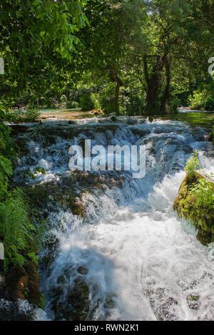 Teil der Oberlauf des Skradinski buk, ein Wasserfall auf dem Fluss Krka in den Nationalpark Krka Šibenik-Knin, Kroatien - Stockfoto