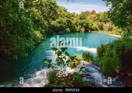 Pool und Kaskaden am Oberlauf des Skradinski buk, ein Wasserfall auf dem Fluss Krka in den Nationalpark Krka Šibenik-Knin, Kroatien - Stockfoto