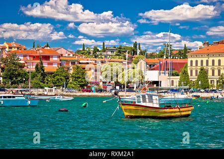 Stadt Rovinj bunte direkt am Wasser und Blick auf den Hafen, Istrien, Region von Kroatien - Stockfoto