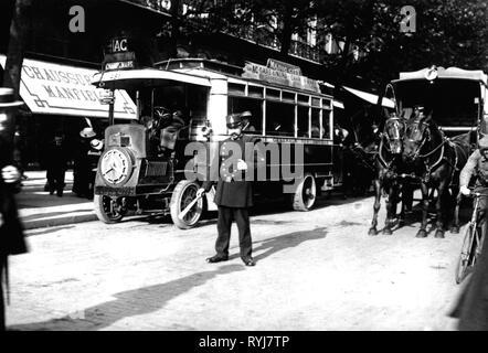 Verkehr/Transport, Auto, Omnibussen, Bus der Compagnie Generale des Omnibus, line AC vom Gare du Nord mit dem Champ de Mars, Paris, 1900, Additional-Rights - Clearance-Info - Not-Available - Stockfoto