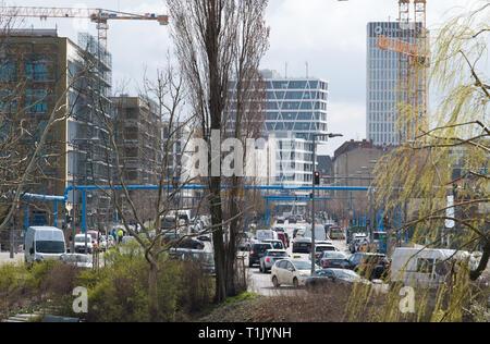 Berlin, Deutschland. 25 Mär, 2019. Es ist viel Verkehr auf heidestraße zwischen Hauptbahnhof und den Nordhafen. Credit: Soeren Stache/dpa-Zentralbild/ZB/dpa/Alamy leben Nachrichten - Stockfoto