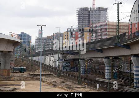 Berlin, Deutschland. 25 Mär, 2019. Neu Wohngebäude auf den Bereich hinter dem Hauptbahnhof errichtet. Credit: Soeren Stache/dpa-Zentralbild/ZB/dpa/Alamy leben Nachrichten - Stockfoto