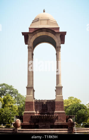 Rajpath, Raisina Hill, India Gate, Neu-Delhi, Indien, Januar 2019: Die freie Vordach, in rotem Sandstein gebaut, ein Symbol der britischen Rückzug aus - Stockfoto
