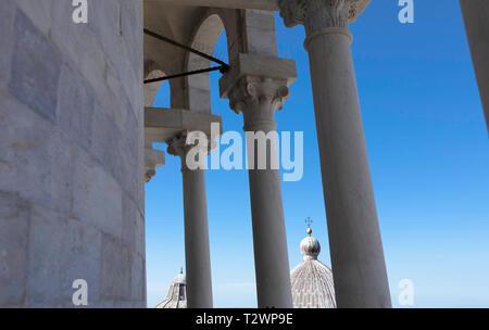 Der Dom von der weltberühmten schiefen (Bell) Turm von Pisa, Toskana, Italien gesehen. Bild Datum: Donnerstag, Februar 21, 2019. Foto von Christopher - Stockfoto
