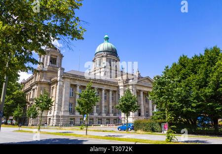 Gebäude des Hanseatischen Oberlandesgerichts (Hanseatisches Oberlandesgericht) (HansOLG) der Stadt Hamburg, Deutschland. Mit dem Quadrat der Entfernung - Stockfoto