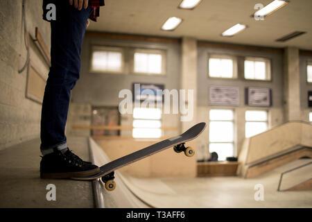Skater, die auf der Rampe - Stockfoto