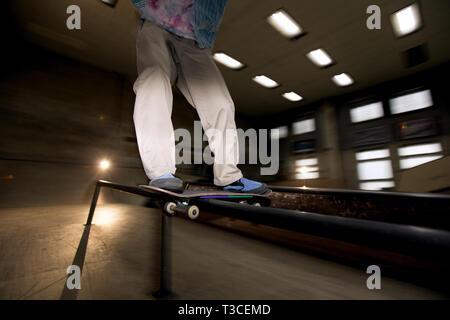 Skating Stunt mit Flash - Stockfoto