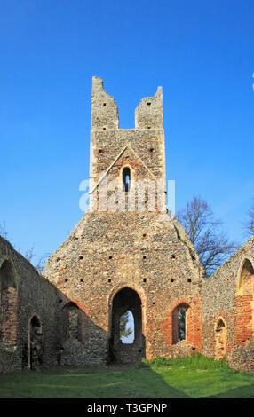 Ein Blick auf die zerstörte Kirchenschiff und Turm der Kirche Peter und Paul bei Tunstall, Norfolk, England, Vereinigtes Königreich, Europa. - Stockfoto