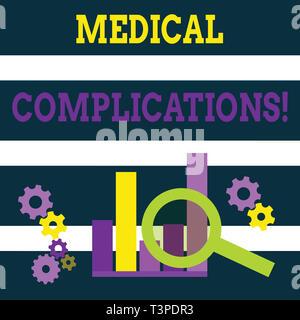 Schreiben Hinweis mit medizinischen Komplikationen. Business Konzept für ungünstige Entwicklung oder Folge einer Krankheit Lupe auf Chart neben Co - Stockfoto