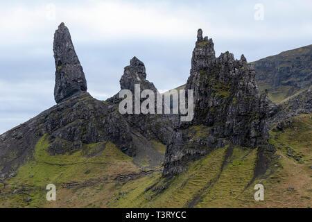 Der alte Mann von Storr auf der Trotternish ridge, Isle of Skye, Hochland, Schottland, Großbritannien - Stockfoto