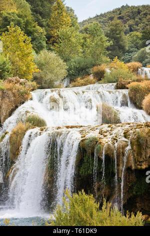Krka, Sibenik, Kroatien, Europa - Krka Wasserfälle, die zu einer River Bed - Stockfoto