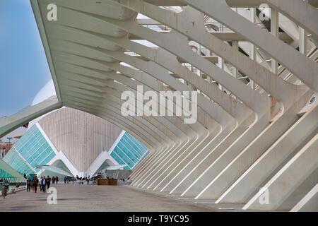 Valencia, Spanien - 10 April 2019: Das Wissenschaftsmuseum Principe Felipe, Stadt der Künste und Wissenschaft - Unterhaltung - auf der Grundlage der kulturellen und architektonischen Komplex - Stockfoto