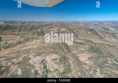 Luftaufnahme der Landschaft südlich der Stadt Springbok in der Northern Cape Provinz von Südafrika. - Stockfoto