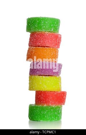 Bunte Obst ein süßes Nahaufnahme von Zucker Bonbons auf weißem Hintergrund - Stockfoto