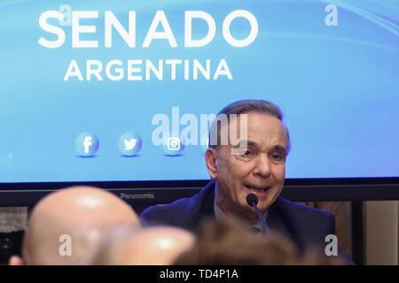 BUENOS AIRES, 11.06.2019: Miguel Angel Pichetto kündigt an, dass er nahm die Einladung von Präsident Mauricio Macri ihm als seine Re begleiten - wählen - Stockfoto