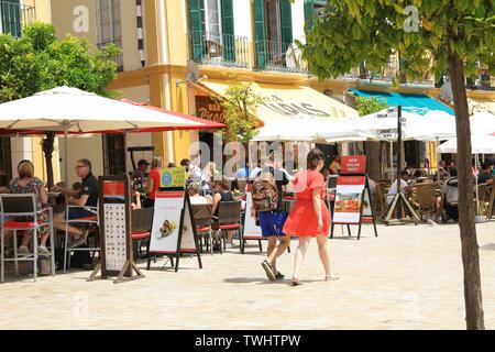 Seite gehen Cafés und Restaurants am Plaza de la Merced, ein historisches, öffentlichen Platz im Zentrum von Malaga, Spanien, Europa - Stockfoto