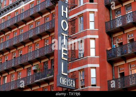 Fassade und ikonischen Zeichen des Chelsea Hotel, 222 West 23 Street, New York, NY - Stockfoto