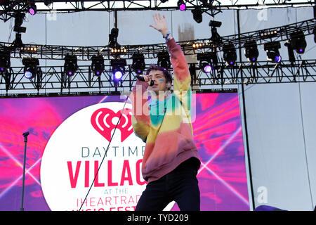 Troye Sivan führt auf der Bühne am iHeartRadio tagsüber Dorf Konzerte in Las Vegas, Nevada am 24. September 2016. Foto von James Atoa/UPI - Stockfoto