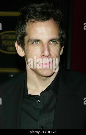 """Ben Stiller kommt für die Premiere von """"Der rosarote Panther"""" an der Ziegfeld Theater in New York am 6. Februar 2006. (UPI Foto/Laura Cavanaugh) - Stockfoto"""