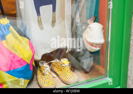 Rovinj, Kroatien, Europa - September 2, 2017 - Souvenirs in einem Schaufenster - Stockfoto