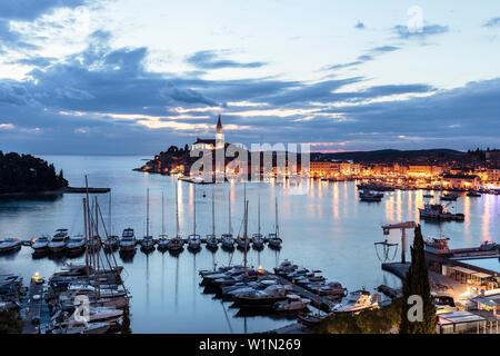 Hafen bei Dämmerung, Rovinj, Istrien, Kroatien - Stockfoto
