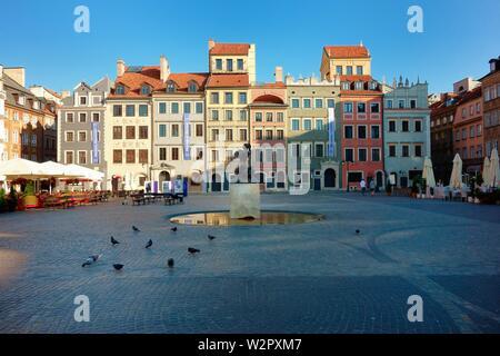 Marktplatz in der Morgendämmerung in der Altstadt, Warschau, Polen - Stockfoto