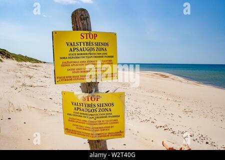 Staatsgrenze Schutzbereich, der litauischen Grenze zu Russland in Nida, Neringa, Klaipeda, Sandstrand und Dünen mit kein Eintrag Signal an der Ostsee - Stockfoto