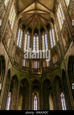 St Michel Abtei Kirchenchor. Innenraum gotischer Architektur. Weltkulturerbe, Unesco, Normandie, Frankreich. - Stockfoto
