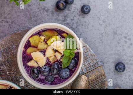 Frühstück acai Smoothie Schüssel für gesunden Lebensstil - Stockfoto