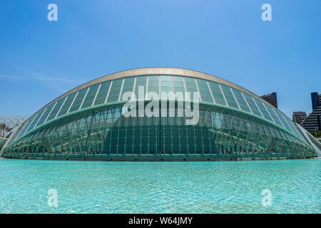 Juli 27, 2019 - Valencia, Spanien. Die Hemisferic Planetarium (1998) ist ein Teil der Stadt der Künste und Wissenschaften im Stadtzentrum von Valencia. Architekten: Santi - Stockfoto