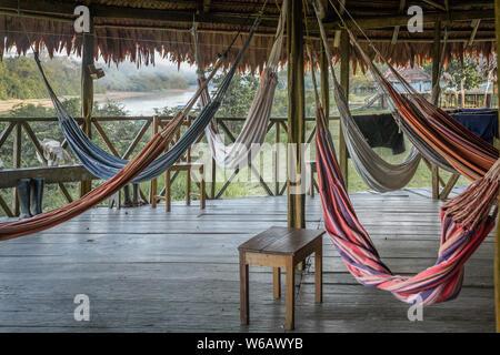 Traditionelles Resort auf dem Amazonas in Iquitos, Peru Flusses Javari in Zacambu Rainforest Lodge - Stockfoto