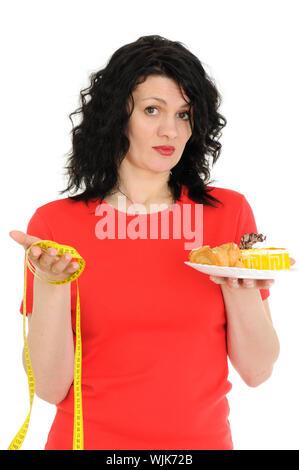 Frau mit Kuchen und Maßband isoliert auf weißem Hintergrund - Stockfoto