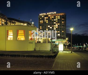 Hotel neptun bei nacht rostock warnem nde seebad ostsee for Urlaub ostsee warnemunde