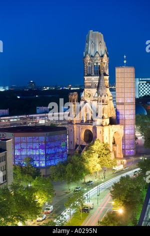 Deutschland-Berlin-Blick auf den Kaiser Wilhelm Memorial Church und Kurfürstendamm - Stockfoto