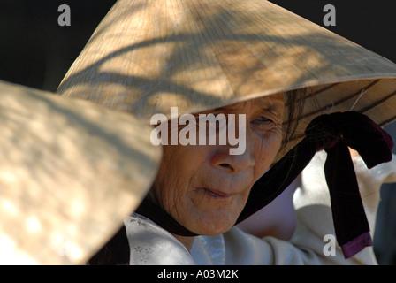 Alte Frauen Stadt Hué Vietnam - Stockfoto