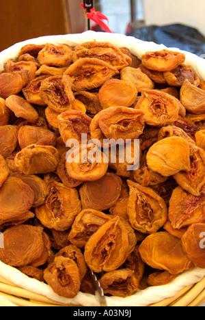 kristallisierte kandierten Pfirsich hellbraun weichen süßen trocken Süßwaren Auswahl Luxus besondere gönnen teuer - Stockfoto