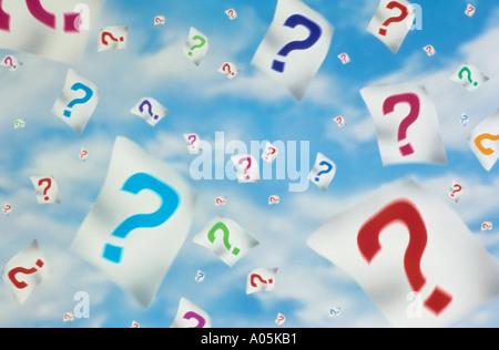 Computer generierte Bild bunt Fragezeichen auf weißes Papier in den Wolken schweben - Stockfoto