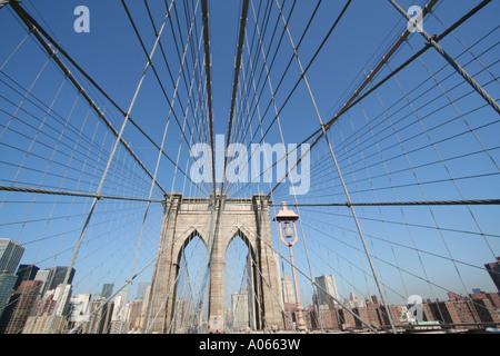 Überspannt den East River von Brooklyn nach Manhattan, die Brooklyn Bridge, New York - Stockfoto