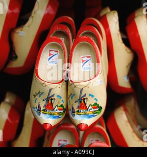 Holländische Holzschuhe Amsterdam Holland Niederlande NL gemalt - Stockfoto